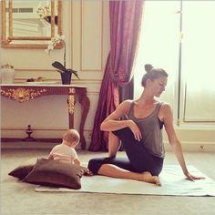 yoga with baby time. Gisele.