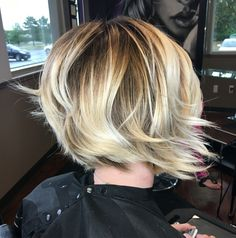 Short Balayage bob. Textured waves. Beige blonde pearl blonde.