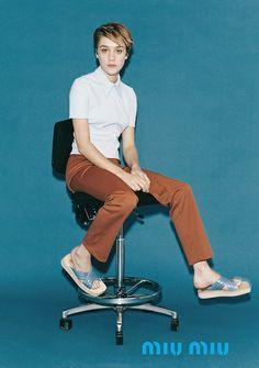 """Miuccia Prada, précurseuse en matière de """"ugly sandals"""" (Miu Miu 1996)"""