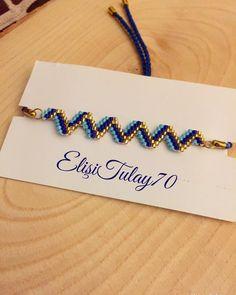 Zigzag bileklik çok zevkli 〰️bilgi için dm 🦋 Zigzag bracelet very enjoyable 〰️ dm for information 🦋 # miyukibracelet that the Diy Beaded Bracelets, Bracelet Crafts, Beaded Bracelet Patterns, Beading Patterns, Bead Jewellery, Seed Bead Jewelry, Jewelry Necklaces, Seed Bead Earrings, Beaded Earrings