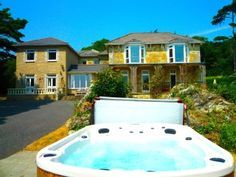 ST. LAWRENCE MANOR, Ventnor: Holiday chateau / country house for rent from £898 per night. Read 13 reviews, view 24 photos, book online with traveller protection with the manager.