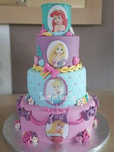Taartjes+van+Sigrid:+Taart+met+disney+prinsessen+en+prinsessencupcakes....