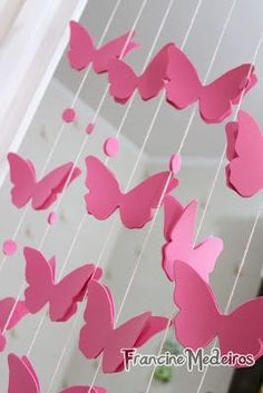 Day By Day: Tutorial: Mobile borboletas Butterfly Party, Butterfly Decorations, Birthday Decorations, Pink Butterfly, Diy Home Crafts, Book Crafts, Paper Crafts, Paper Butterflies, Paper Flowers