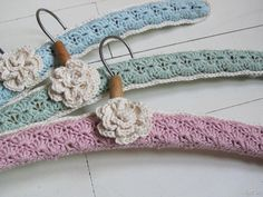 More Crochet Hanger Ideas Crochet Coat, Love Crochet, Crochet Gifts, Beautiful Crochet, Crochet Flowers, Afghan Crochet Patterns, Crochet Stitches, Little Presents, Crochet Decoration