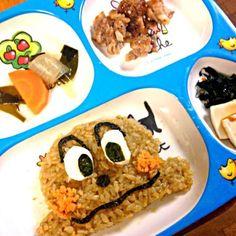息子がアンパンマンシリーズ好きなのと昨日の残ったカレーをアレンジ(^ ^) - 10件のもぐもぐ - ☆ドライカレーでカレーパンマンプレート☆ by takenonta