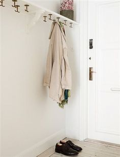 I like how the hooks are attached to the shelf above as opposed to the wall. Decoration Hall, Hallway Storage, Flat Ideas, Entrance Hall, Hallway Decorating, Shoe Storage, Farrow Ball, Small Apartments, Mudroom