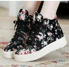 Trendy Shoes, Cute Shoes, Casual Shoes, Women's Casual, Casual Wear, Sneakers Fashion, Fashion Shoes, Shoes Sneakers, Women's Shoes