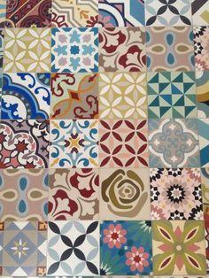 szep, ez is kicsit olyan gyerekes, de csak kicsit. Mosaic Tiles, Wall Tiles, Tiling, Azulejos Diy, Patchwork Tiles, Victorian Tiles, Encaustic Tile, Best Flooring, Tiles Texture