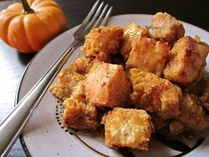 There's nothing better on a chilly autumn morning than this rich, pumpkin flavored bread pudding! Breakfast Recipes, Dessert Recipes, Dessert Ideas, Drink Recipes, Breakfast Ideas, Easy Pudding Recipes, Delicious Desserts, Yummy Food, Vegan Desserts