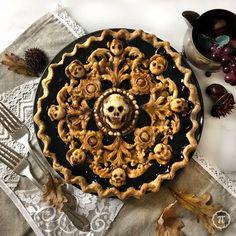 Dessert Halloween, Halloween Dinner, Halloween Food For Party, Halloween Treats, Scary Halloween, Pie Crust Designs, Pies Art, Spooky Food, Creepy Food