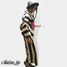 【着物コーディネート】 白黒ストライプ着物×黒パンプス×ハット ピンクの帯が映えすぎるのでハットは大人しめのグレーでコーディネートしてみました。 メガネでちょっとインテリオシャレをプラス!w http://www.chuins.jp #着物 #コーディネート #パンプス