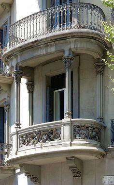 Double balcony features intricate iron and elegant stone Barcelona Architecture, Baroque Architecture, Beautiful Architecture, Beautiful Buildings, Architecture Details, Railing Design, Gate Design, Dream Home Design, House Design