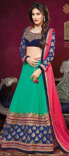 Bollywood's #ChitrangdaSingh rocks the bridal #lehenga. Have a look! #gogreen #wedding #indianfashion #celebritylook #Partywear