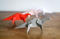 Etapes pour réaliser un dinosaure en origami. Très facile à réaliser même par les enfants ! Crafts For Kids, Diy Crafts, All Paper, Creations, Activities, Handmade, Art, Origami Easy, Real Simple