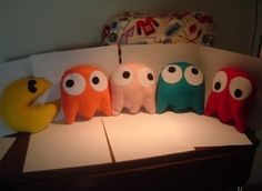started with five pillows. (Pac-Man plush set by ArcadesAnonymous )I started with five pillows. (Pac-Man plush set by ArcadesAnonymous ) Geek Crafts, Diy And Crafts, Arts And Crafts, Cute Pillows, Diy Pillows, Funny Pillows, Cushions, Modern Pillows, Sewing Pillows