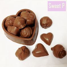 Unique handmade edible milk chocolate heart box filled with champagne truffles and strawberry flavoured solid hearts! Perfect for your loved one this Valentines day.