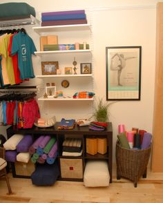 Mini shop entree  Or interior closet with all accesories.