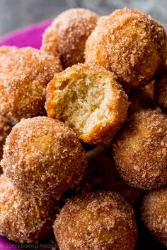 These chai spice donut holes are ready in about 30 minutes! Recipe on sallysbakingaddiction.com