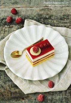 Prajitura cu ciocolata alba si zmeura Tableware, Desserts, Cakes, Raspberries, Dinnerware, Dishes, Deserts, Dessert, Pastries