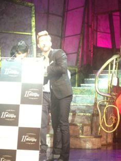 """http://www.cascaraamarga.es/sociedad/56-sociedad/1790-la-xi-edicion-de-los-premios-shangay-reune-a-las-celebrities-mas-relevantes-de-nuestro-pais.html#.U3FCr4F_v2E  Foto: Cáscara Amarga. El ACTOR PABLO RIVERO recibe el premio Shangay 2012 a la mejor interpretación teatral, por su papel de Martin von Essenbeck en """"La Caída de los dioses"""",.homenaje del director esloveno Tomaz Pandur,a Luchino Visconti ,con una versión teatral de la película con el mismo nombre."""