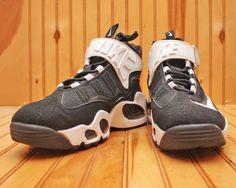 2012 Nike Air Griffey Max 1 Size 7Y - Black White - 437353 001 #Nike #BasketballShoes