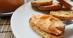 Facilísimo paté con textura de mousse con queso, merluza y palitos de cangrejo o surimi. Delicioso!!