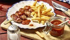 Die knackigen Wiener Würstchen werden mit Speck umwickelt, mit Emmentaler gefüllt und angebraten. Dazu schmecken Pommes frites und die MAGGI Internationale Würzsauce für Currywurst.