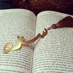 My large nameplate bookmark makes the perfect bookish gift for him and her.  A unique personalized Arabic calligraphy design will be sketched for you with the name(s) of your choice for this bookmark.  Available in gold, rose gold and rhodium plated.