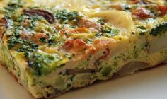 Frittata- 1 tablespoon of olive oil sliced mushrooms per person eggs per person chopped veggies (whatever you like. I like onion, mushrooms, carrot shreds, spinach) Salt and pepper Italian Frittata Recipe, Frittata Recipes, Veggie Frittata, Breakfast Frittata, Low Carb Recipes, New Recipes, Vitamin E, Hors D'oeuvres, Stuffed Peppers