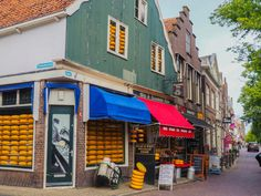 Edam Cheese, Day Trips From Amsterdam, Das Hotel, Travelogue, Holland, Traditional House, Vacation Places, Explore, Viajes