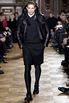 Givenchy Herbst/Winter Menswear - Fashion Shows Unisex Fashion, New Fashion, Fashion Show, Vogue Fashion, Boys Wearing Skirts, Men In Heels, Man Skirt, Mens Tights, Givenchy Man