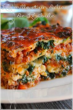 the miles & a delights of ~ lexibule ~: ~ Lasagna with sausage .- the miles & a delights of ~ lexibule ~: ~ Lasagna with Italian sausage and spinach ~ Italian Sausage Lasagna, Pasta Recipes, Cooking Recipes, A Food, Food And Drink, Confort Food, Batch Cooking, Italian Dishes, Pasta Noodles