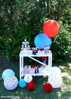 4th of July Party Ideas in Red, White and Blue. LOVE the stars and stripes!