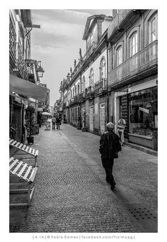Caminhando pela linha / Caminando por la línea / Walking the line [2014 - Viana do Castelo - Portugal] #fotografia #fotografias #photography #foto #fotos #photo #photos #local #locais #locals #cidade #cidades #ciudad #ciudades #city #cities #europa #europe #pessoa #pessoas #persona #personas #people #street #streetview