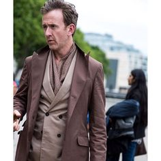 Monochromatic style. And the color today is...brown - GO! @1000yardstyle  #menstyle #menswear #mensfashion #q #quincy #pitti #pittiuomo #dukeofwindsor #monochromaticstyle #doublebreasted #peacoat #heinfienbrot #CCff #streetstyle #mtm #bespoke #scarfgame #creativedressing