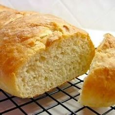 Fabulous French Loaves Recipe - A homemade French bread that will make 2 loaves. Best Bread Machine, Bread Machine Recipes, Bread Machines, French Loaf, Homemade French Bread, Loaf Recipes, White Bread, Dinner Rolls, Tray Bakes