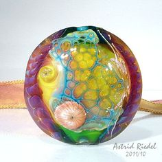 Astrid Riedel lampwork bead