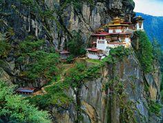 El monasterio Paro Taktsang en Bután   26 lugares reales que parecen sacados de cuentos de hadas