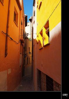 Callejeando por la judería de Tarazona    Tarazona (Zaragoza). c/ Judería by e_velo (εωγ), via Flickr