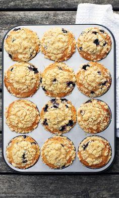 Amerikkalaiset mustikka-murumuffinssit | Maku Baking Recipes, Dessert Recipes, Desserts, Finnish Recipes, Sweet Pastries, Sweet Cakes, Food Plating, Let Them Eat Cake, Diy Food