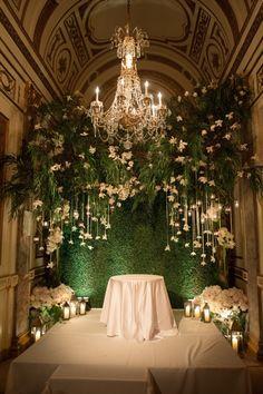 Césped artificial para decorar el altar en una boda.#césped #decoración #www.stepongreen.com