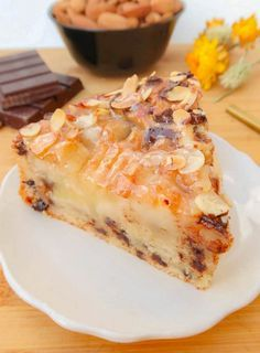 I offer this easy, quick and delicious recipe for a soft cake with pears, almonds and chocolate chips. I offer this easy, quick and delicious recipe for a soft cake with pears, almonds and chocolate chips. Sweet Recipes, Cake Recipes, Snack Recipes, Dessert Recipes, Fruit Dessert, Gateaux Vegan, Salty Cake, Cupcakes, Chocolate Recipes
