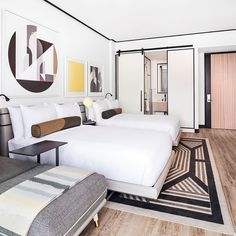 Sarah Montgomery Design Tips for getting a boutique hotel bedroom The William Vale Hotel, Brooklyn Interior Design Minimalist, Modern House Design, Hotel Inspired Bedroom, Vale Hotel, Boutique Hotel Room, Luxe Boutique, Hotel Decor, Art Deco Hotel, Hotel Interiors