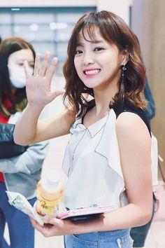 Kim Sejeong❤️ Jung Chaeyeon, Jung Hyun, South Korean Girls, Korean Girl Groups, See Through Bangs, Kim Sejeong, Ulzzang Korean Girl, Real Model, Bts And Exo
