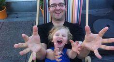 On a tous des souvenirs des bons moments passés avec nos parents : partir en vacances, partager des secrets, faire les devoirs ensemble, etc.  Mais maintenant que vous êtes parent, comment faire pour que votre enfant se sente aimé ? Comme beaucoup de choses dans la vie, ce sont surtout les détails qui font la différence.  Découvrez l'astuce ici : http://www.comment-economiser.fr/trucs-pour-montrer-enfant-que-vous-l-aimez.html
