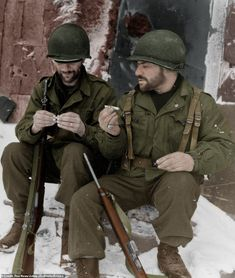 Beyer (left) and Sgt. Abraham Aranoff (right) of E Company Battalion Infantry Regiment Infantry Division pause for cigarettes in the Ardennes during the Battle of the Bulge. Military Photos, Military History, Ardennes, Army Soldier, Korean War, American Soldiers, Us Army, World War Ii, Wwii