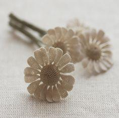 めしべと花びらがのつなぎ目がとてもリアル。まるで本物のお花のようです。