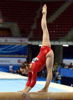 Aliya Mustafina - the queen Gymnastics Videos, Gymnastics Photography, Gymnastics Pictures, Sport Gymnastics, Artistic Gymnastics, Olympic Gymnastics, Rhythmic Gymnastics, Foto Sport, Theme Sport