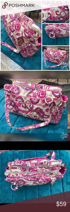 Adorable Pink Vera Bradley Shoulder Bag Excellent like new condition. Vera Bradley Bags Shoulder Bags