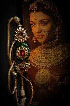 Find and save recipes, parenting hacks, style inspiration and many other ideas to try. Royal Jewelry, India Jewelry, Ear Jewelry, Gold Jewelry Simple, Stylish Jewelry, Rajputi Jewellery, Desi Wedding, Chocker, Rakhi